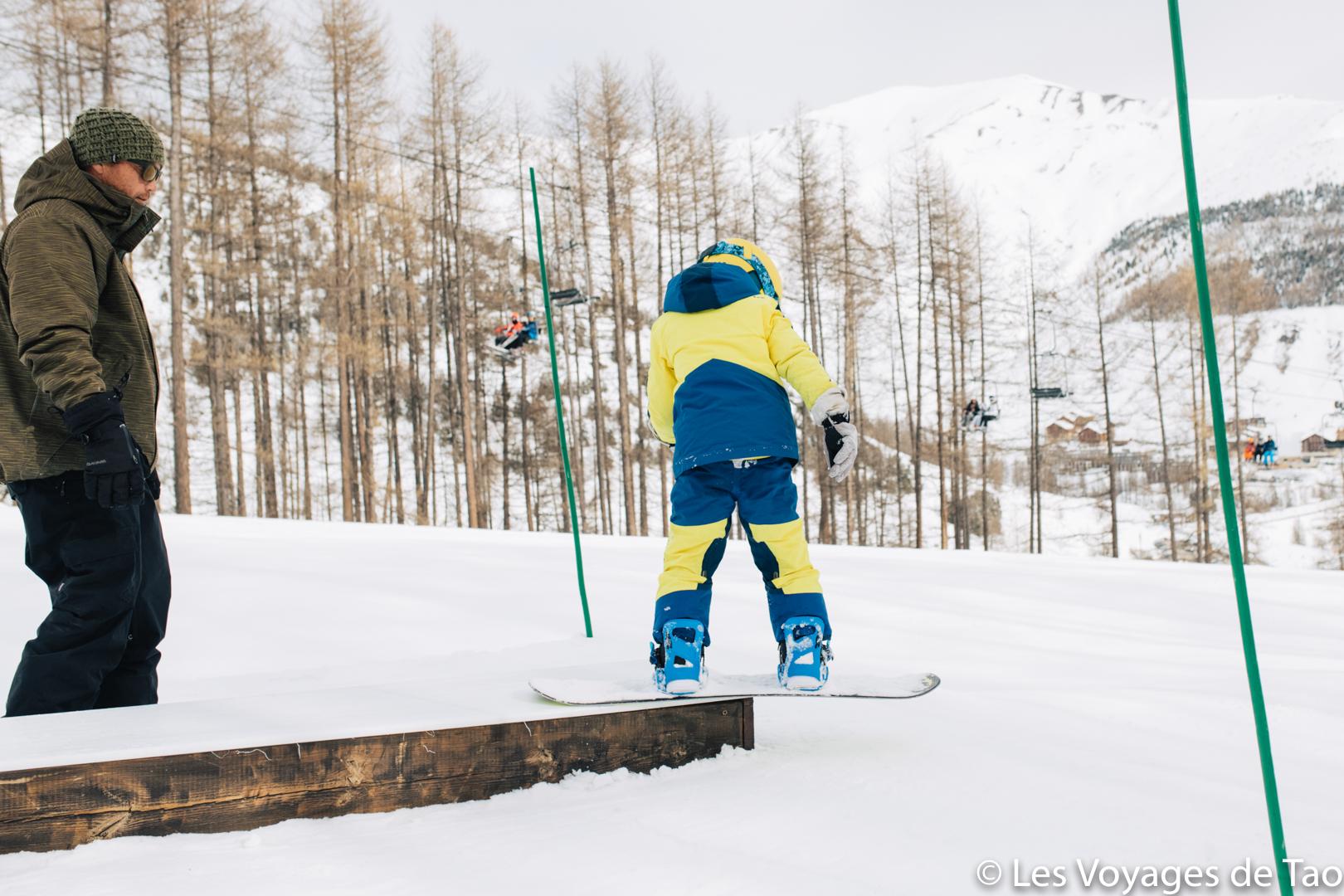 enfant snowboarder la foux d'allos