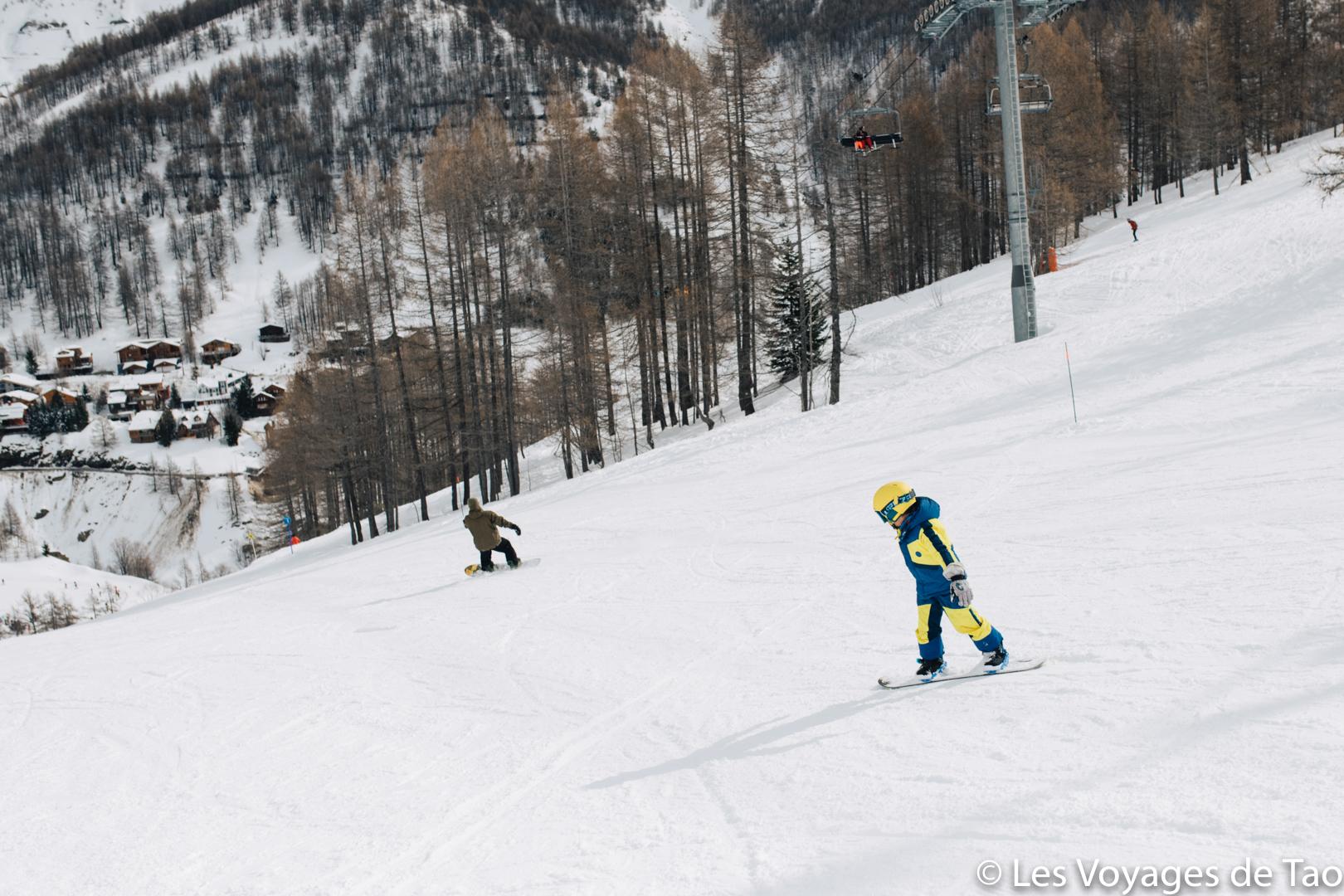 Débuter le snowboard enfant