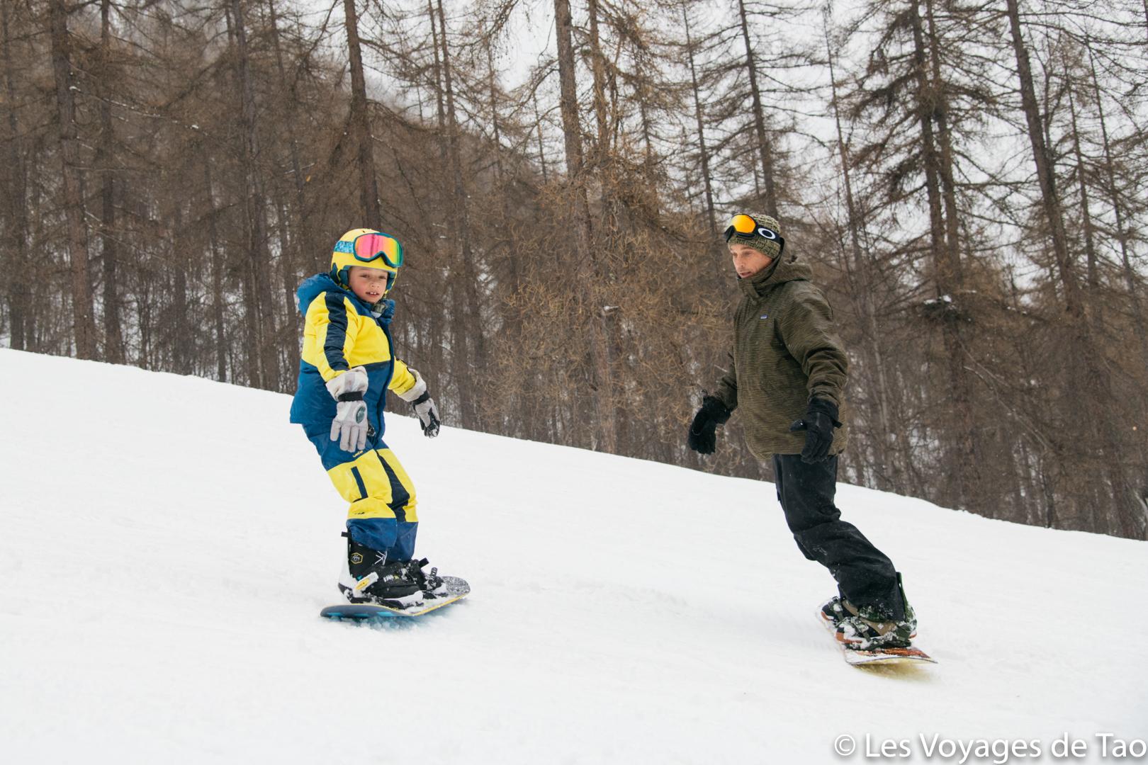 Débuter en snowboard enfant
