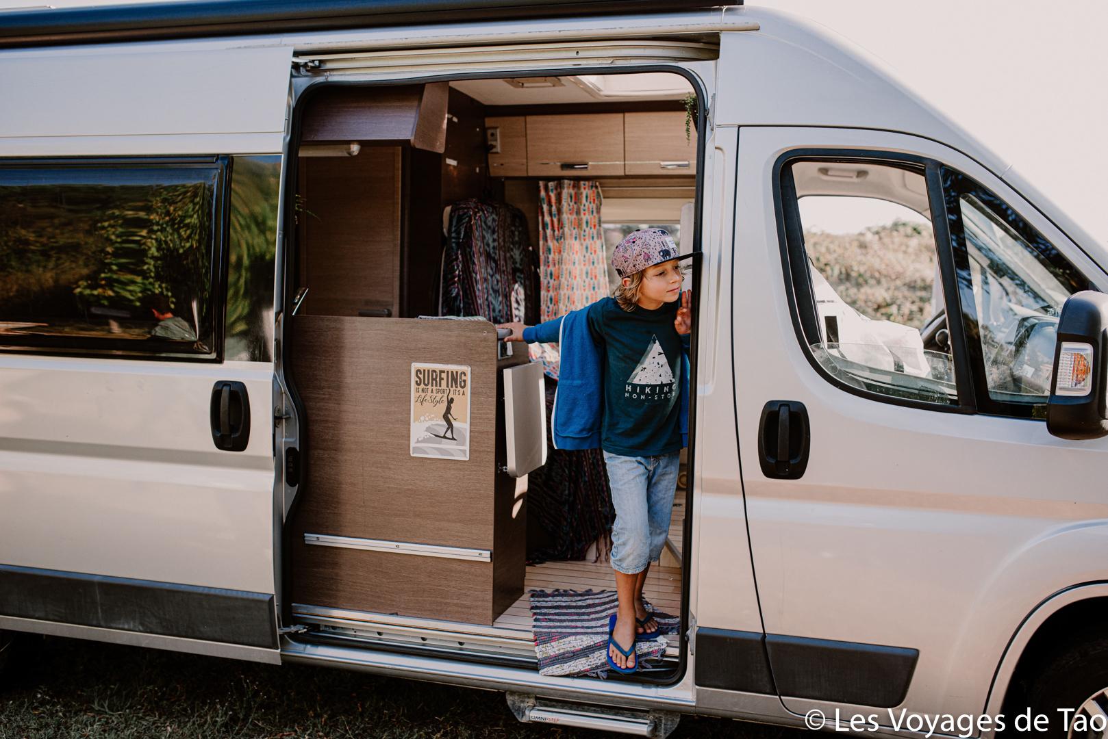 Voyager en camion avec des enfants