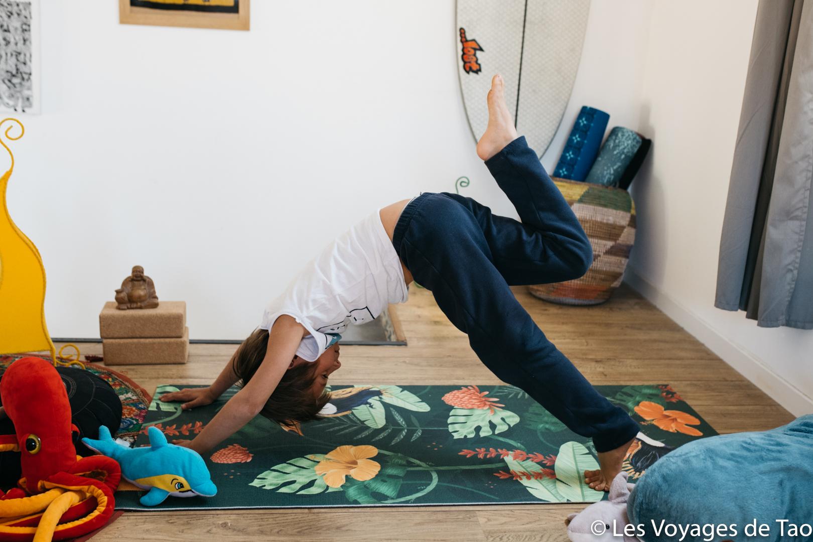 Chien tête en bas Yoga enfant